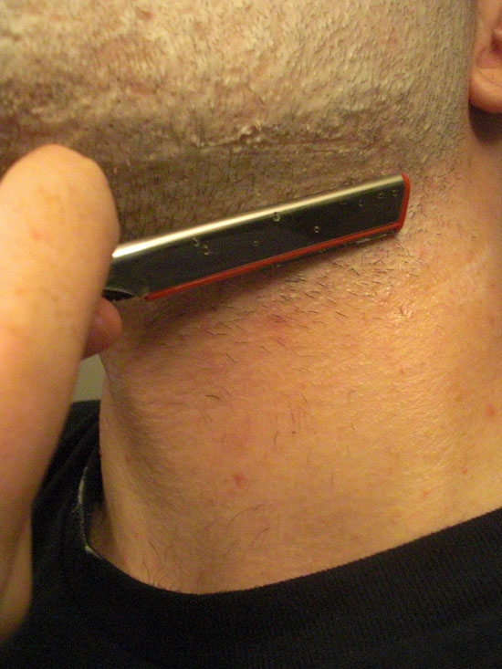 Shaving the side of my neck with a shavette